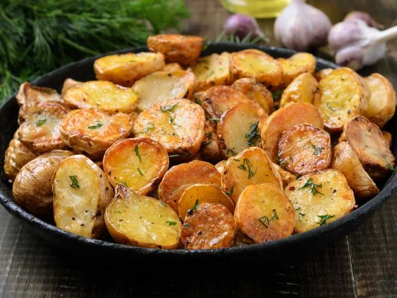 Картофельное жаркое в сметане