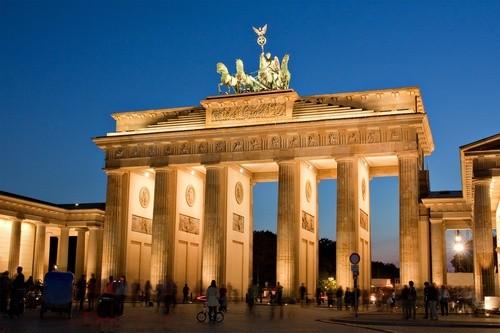 Обмен историческим опытом у Бранденбургских ворот