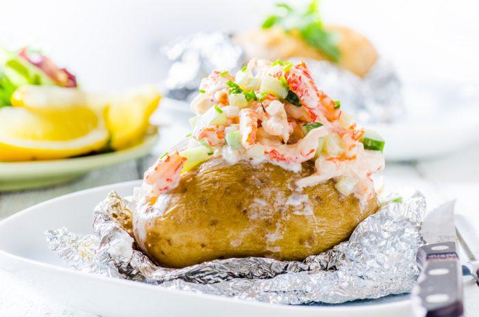 картошка на фольге с креветками