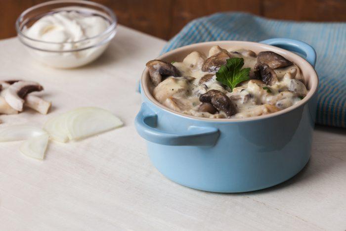 Запеканка из курицы и грибов с белым соусом