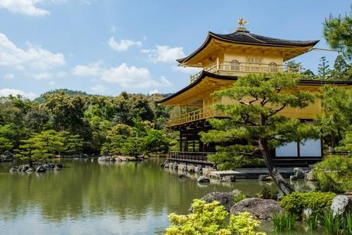 Японию