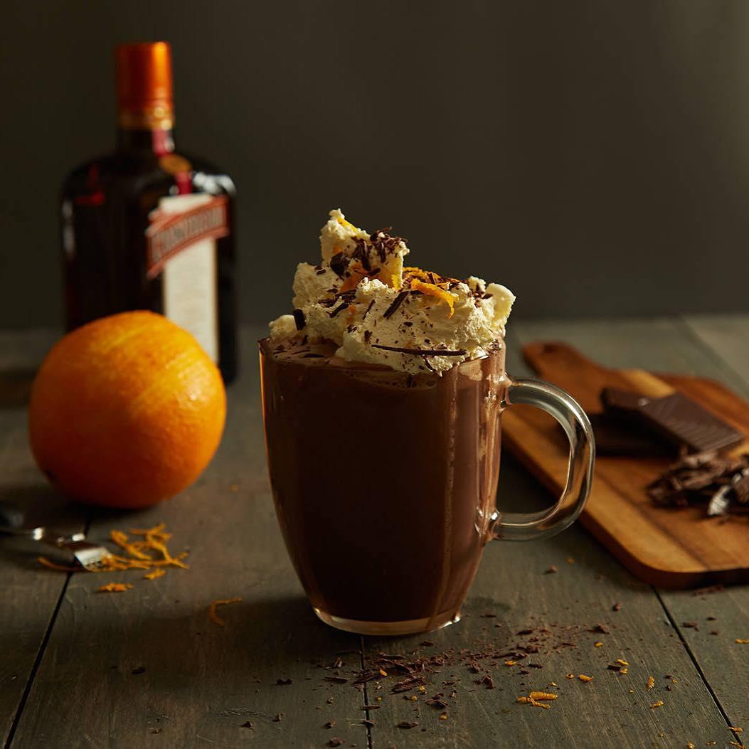 6 рецептов горячего шоколада для влюбленных Молочный шоколад и апельсиновое какао