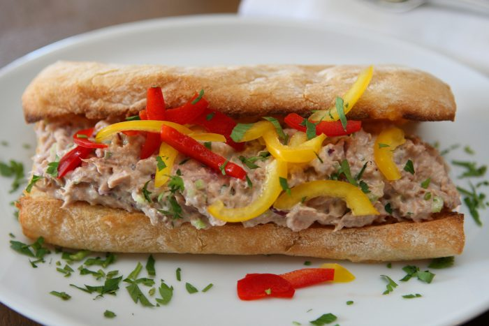 Бутерброд с тунцом и перцем