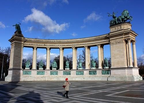 Сходить на площадь Героев в Будапеште