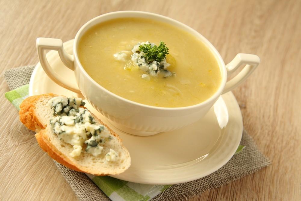 Сырный суп с гренкой