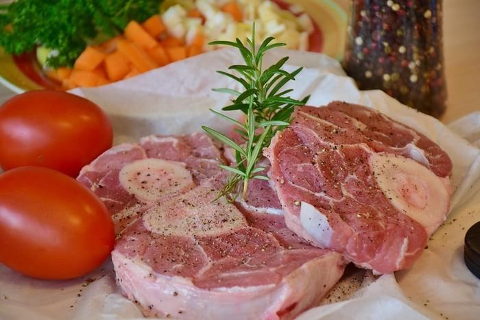 4 французских рецепта блюд с томатами Стейк из телятины с кедровыми орешками и помидорами