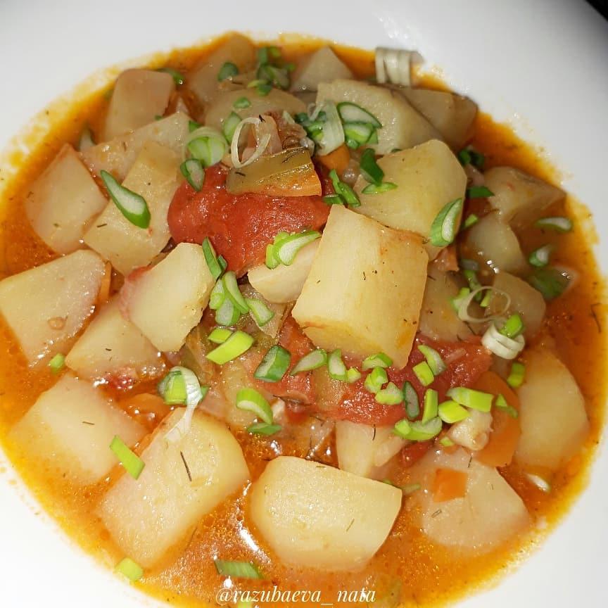 4 сытных и полезных вегетарианских блюда Картофель, тушенный в томатном соусе