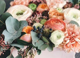 7 изделий в виде цветов из шелка