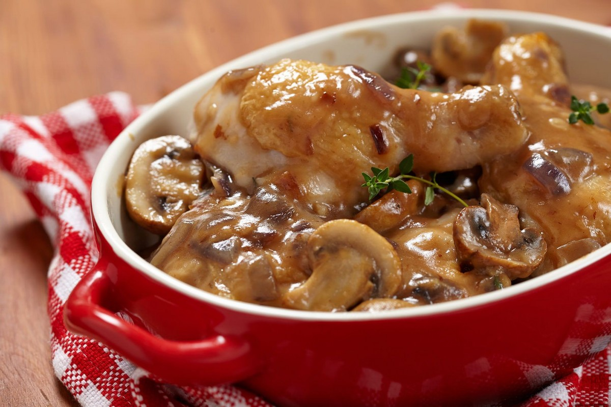 Курица, запеченная с грибами