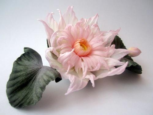 Брошь-цветок из шелка в виде лотоса Арни