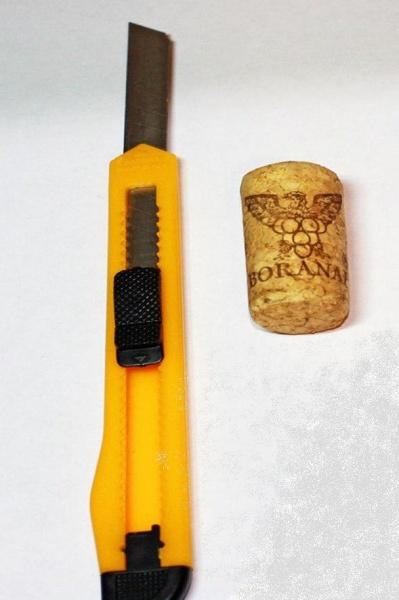 инструменты и пробка