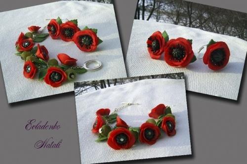 Комплект украшений Красные маки в виде сережек и кольца