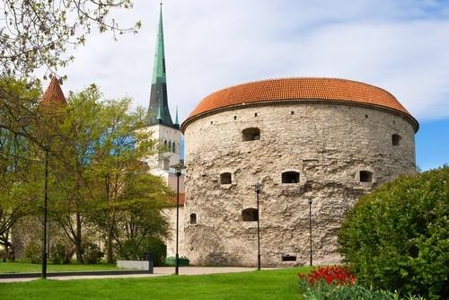 Крепостные стены и башни Таллина