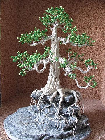 нанесение раствора на основу-скалу дерева из бисера бонсай