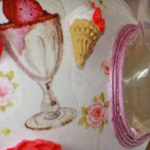 приклееное мороженое