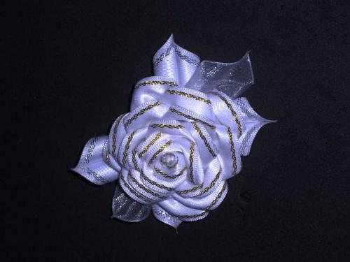 Резинка для прически Роза белая