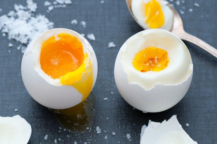 Варенные яйца с солью