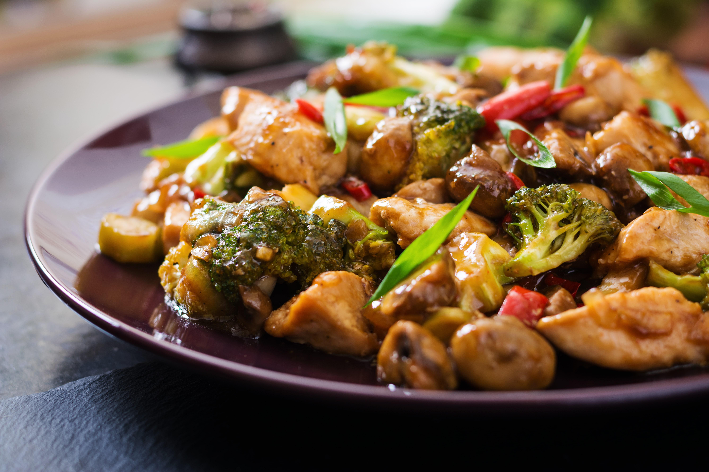 Жаркое с картошкой и грибами в горшочке