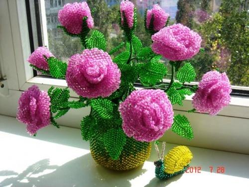 Цветочная композиция из бисера Карликовая роза