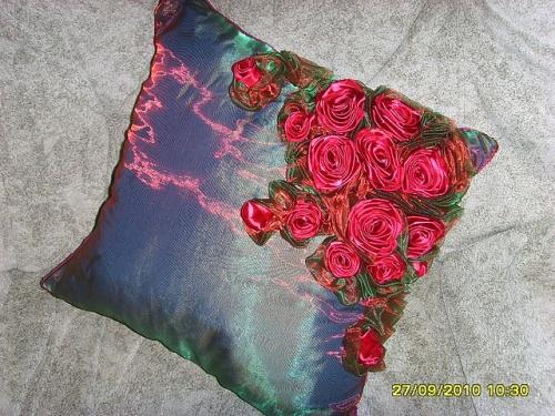 Диванные подушки лентами