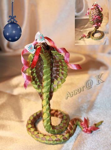 Змея из атласной ленты Весна