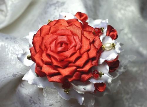 Цветы из атласной ленты по технике канзаши Алая Роза