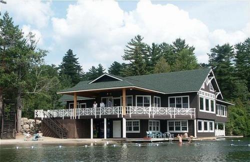 Отель Crowne Plaza Hotel Lake Placid-Golf Club