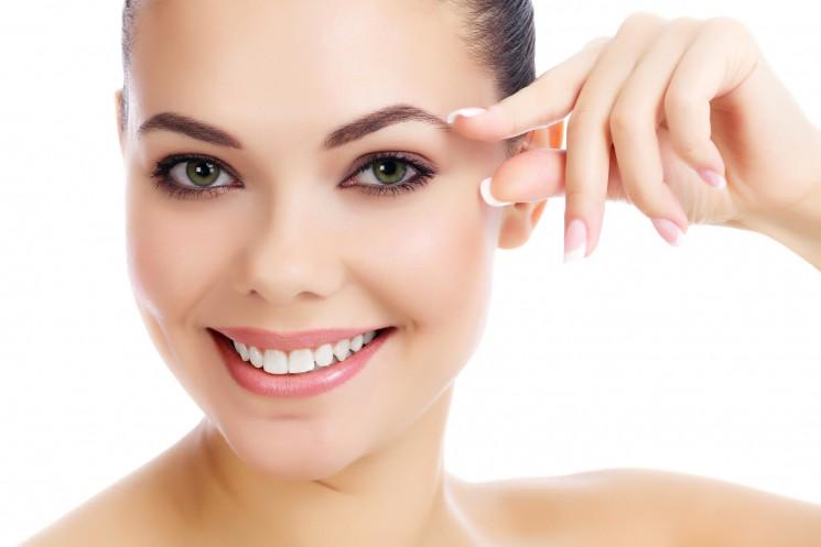 11 способов предотвратить преждевременное появление «гусиных лапок» на лице