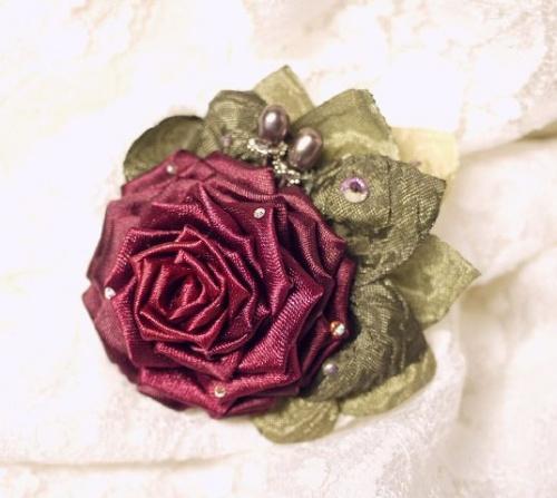 Цветы из атласной ленты по технике канзаши Красная Роза