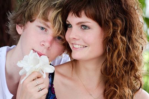 8 Преимуществ Отношений с Молодым Человеком Младше Вас