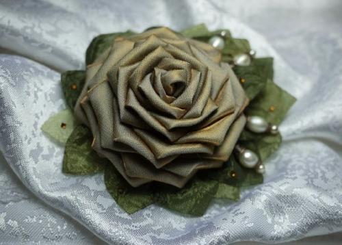 Цветы из атласной ленты по технике канзаши Мудрость