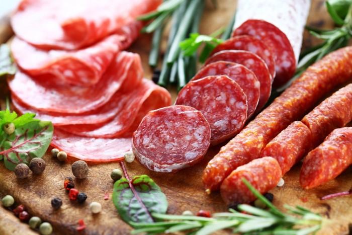 Ограничьте употребление переработанных мясных продуктов