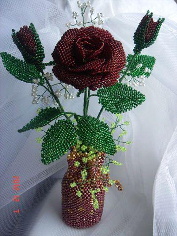 Цветочная композиция из бисера Подарочная роза