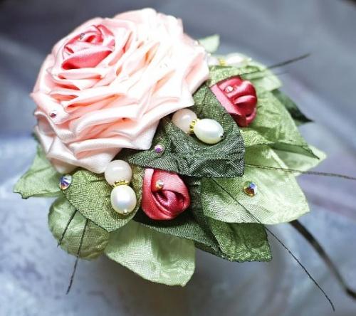 Цветы из атласной ленты по технике канзаши Прелестница