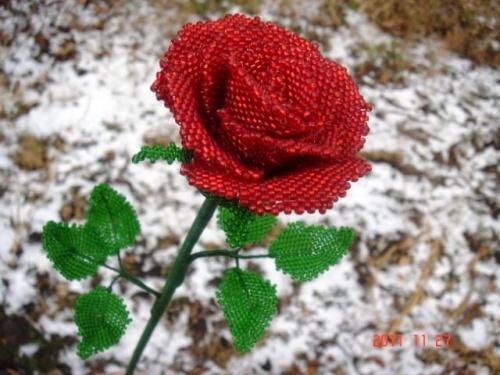 Цветочная композиция из бисера Роза любви