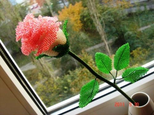 Цветочная композиция из бисера Роза надежды