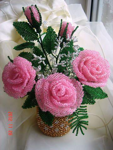 Цветочная композиция из бисера Розовые розы