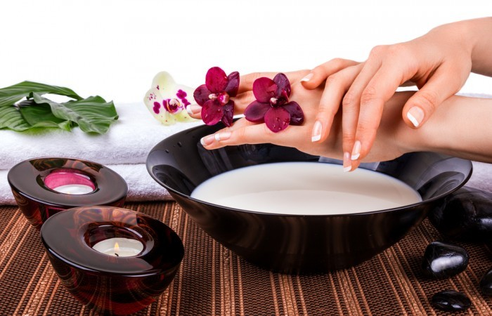 Увлажняющая ванночка для рук из молока и муки