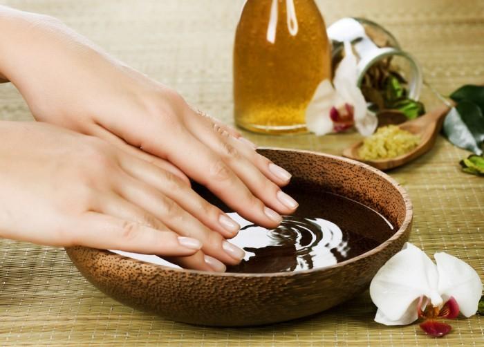 Ванночка с растительным маслом для укрепления ногтей