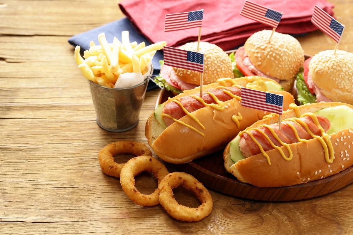 12 самых вкусных уличных блюд со всего мира - Хот-дог (США)