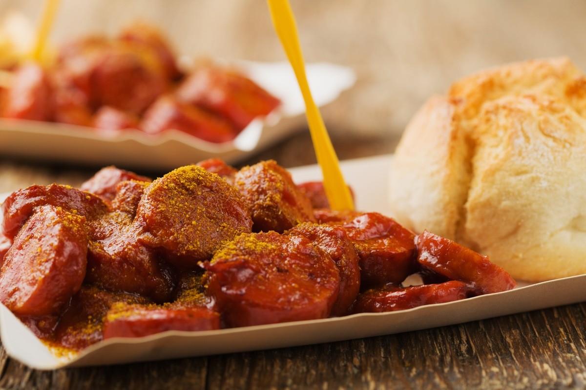 12 самых вкусных уличных блюд со всего мира - Карривурст (Германия)