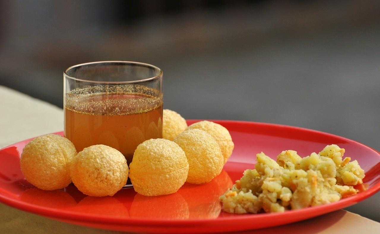 12 самых вкусных уличных блюд со всего мира - Пани пури (Индия)