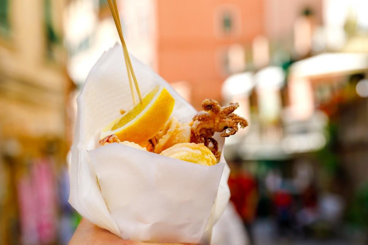 12 самых вкусных уличных блюд со всего мира - Пеше Фритто аль Коно (Италия)