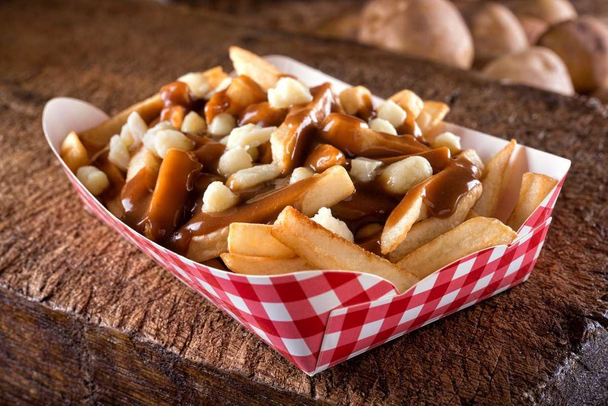 12 самых вкусных уличных блюд со всего мира - Путин (Канада)