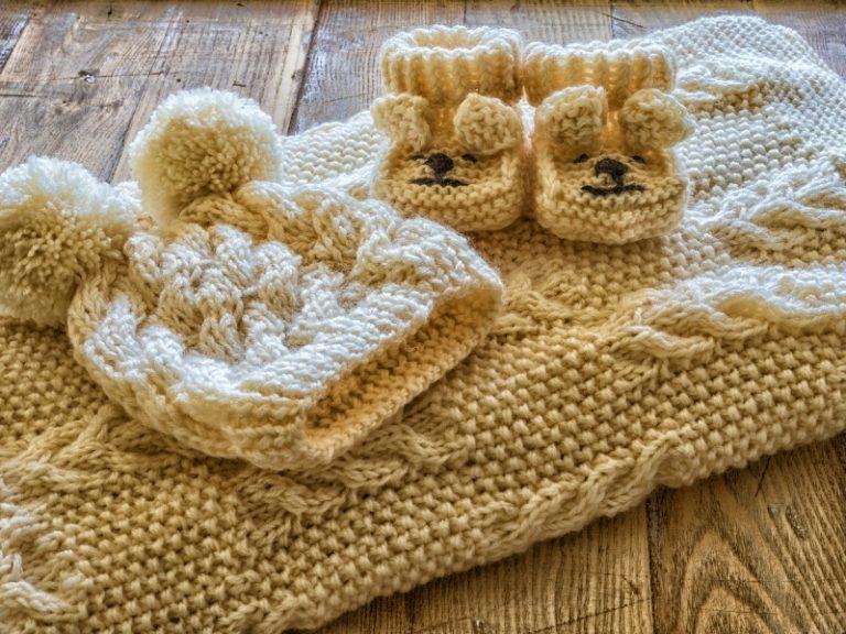 15 вязаных комплектов для детей своими руками