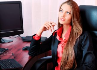 6 аксессуаров, которые нельзя надевать на работу