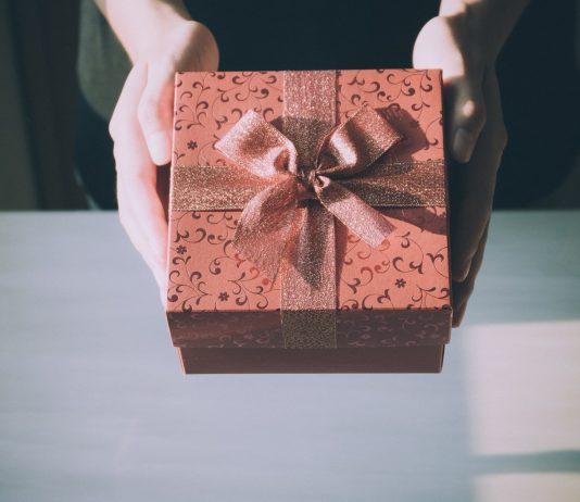 Что подарить, если времени на выбор совсем нет