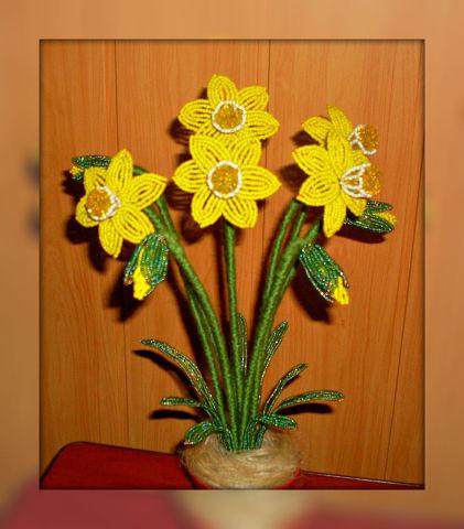 Цветочные композиции из бисера Нарциссы желтые