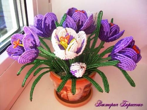Цветочная композиция из бисера Крокусы фиолетовые
