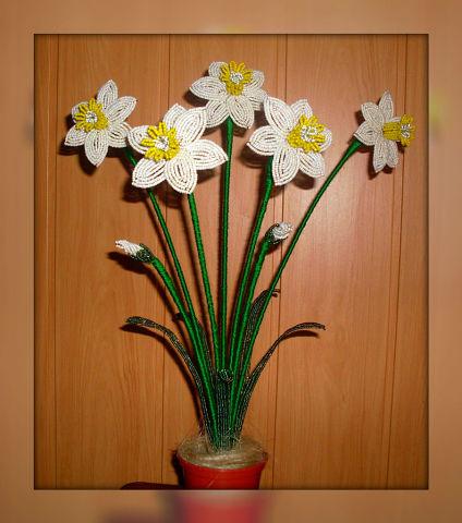 Цветочные композиции из бисера Нарцисс белый